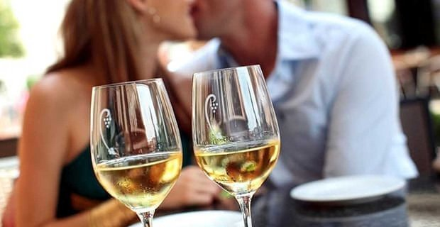High-Wage Earners More Likely to Accept Drinking on a First Date