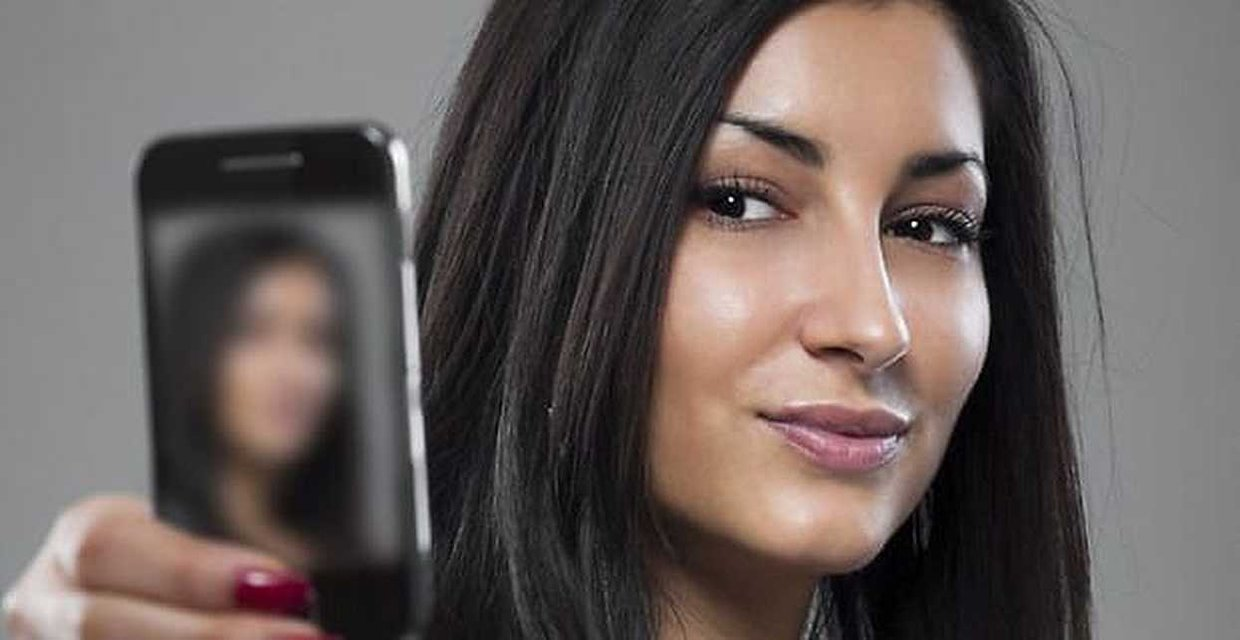 Study: Too Many Facebook Selfies Could Harm Your Relationship
