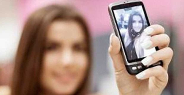 Should You Post Selfies On Your Online Dating Profile