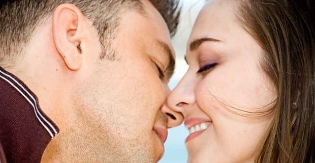 1 in 4 Americans Would Wait Until the Third Date to Kiss