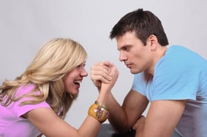 arm_wrestling_boy-girl