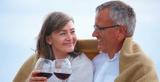 "Seniors 32% More Likely to ""Booze It Up"" on First Dates"