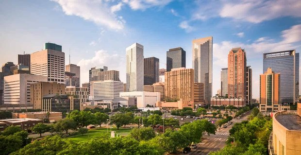 11 Ways to Meet Singles in Houston, TX (Dating Guide)