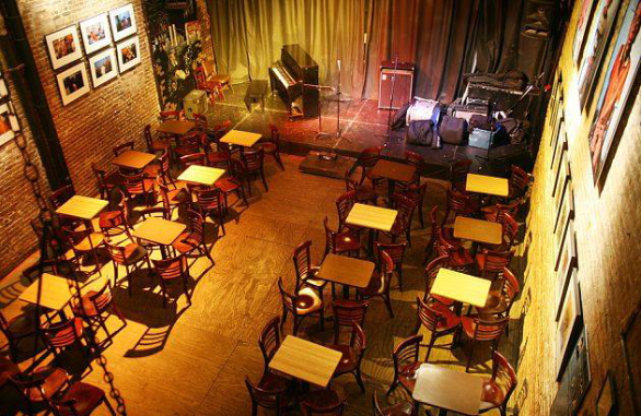 Photo of the inside of Nuyorican Poets Café