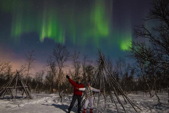 Photo of Jennifer Dombrowski and Tim Davis at the Northern Lights