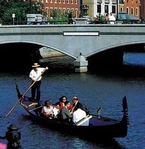 Photo of a La Gondola tour