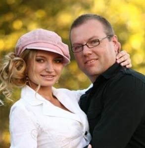 Photo of Mark and Anna Davis, Co-Founders of Dream Connections