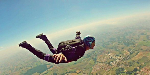 Photo of man skydiving