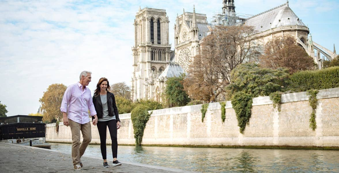 Photo of a couple in Paris