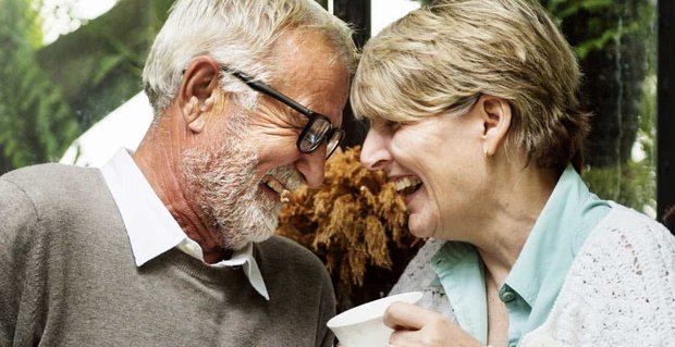How Do You Know If a Woman Likes You? (Senior Dating Advice)