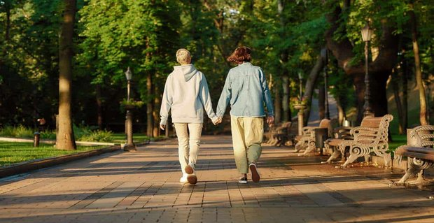 Spring Date Ideas For Lesbians