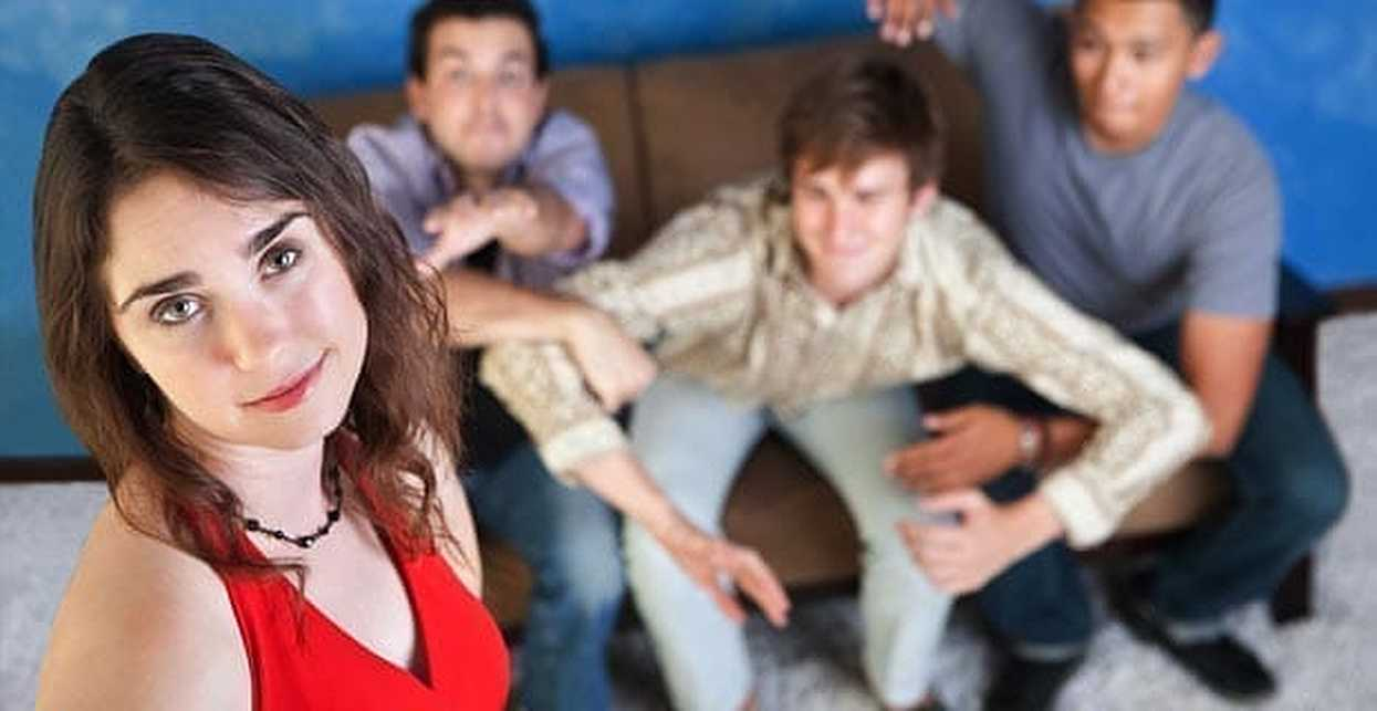 3 Tips for Dating a Girl with a lot of Male Friends