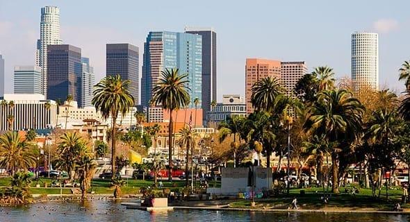 2. Los Angeles, California - 735,121 single women