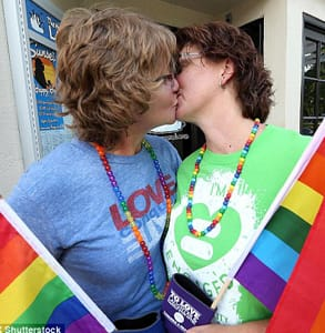 Photo of married couple Pat and Lusinda Duffy kissing