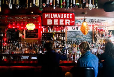 Milwaukee singles bars