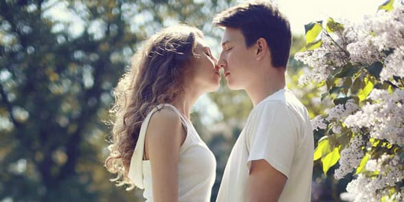 online dating kiss on first date
