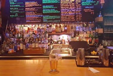 Grad Center Bar