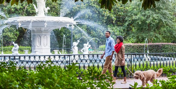 Photo of a couple at Forsyth Park