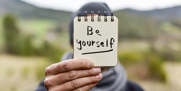 Photo of a note that says be yourself