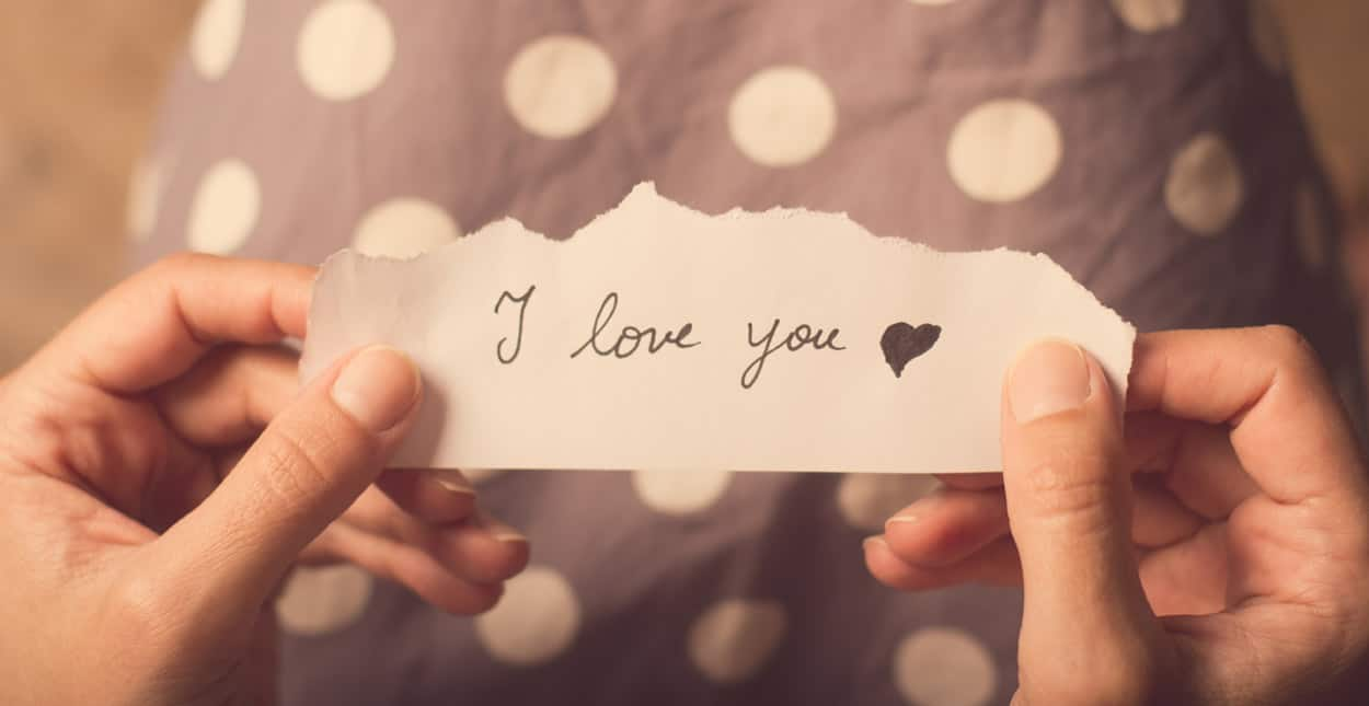 13 Best Love Messages for Her (Sweet, Deep & Hot)